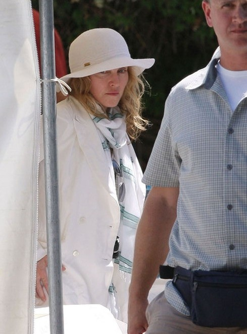 20100729-madonna-on-the-set-upcoming-movie-we-cannes-france-06.jpg