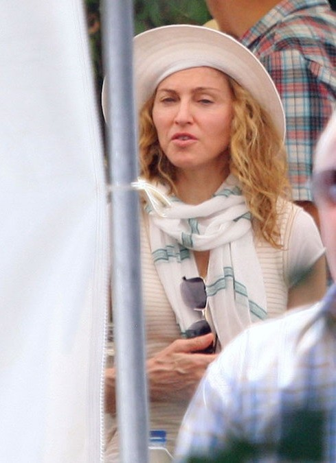 20100729-madonna-on-the-set-upcoming-movie-we-cannes-france-07.jpg